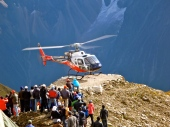 Heli recovers the bodies after the avalanche (Edita Nichols)